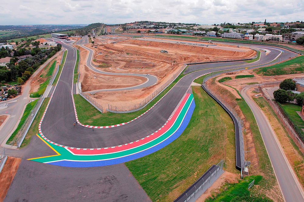 http://www.zabikers.co.za/wp-content/uploads/2016/01/Kyalami-Grand-Prix-Circuit-Main-Straight-Crowthorne-Corner-Handling-Track-and-Platforms-under-construction..jpg