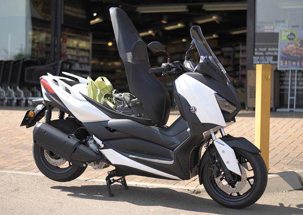 yamaha x max 300 first ride impressions za bikers. Black Bedroom Furniture Sets. Home Design Ideas